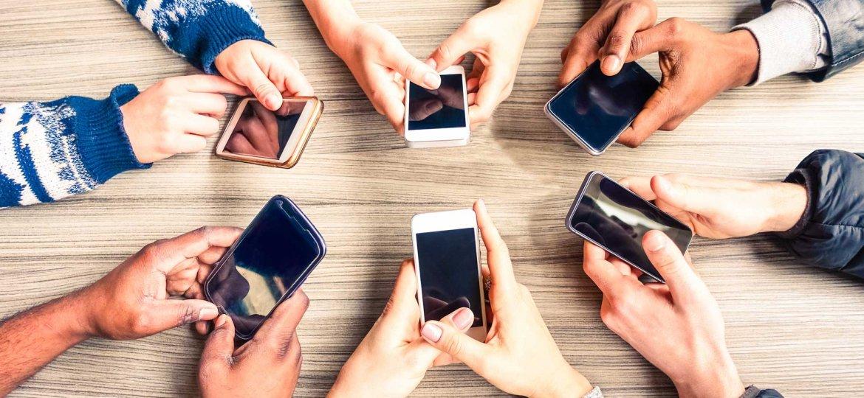 mobile-phones-usage-ss-1920.jpg